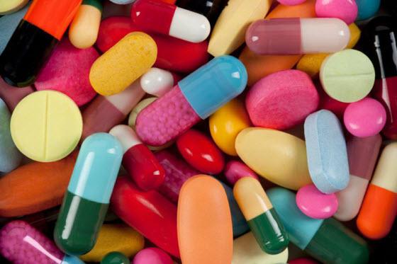 Фото: аптечные витамины для волос