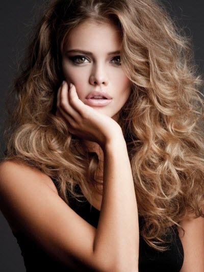 Объемная прическа на длинных волосах