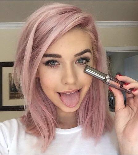 Модный розовый оттенок на волосах