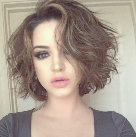 прическа на короткие кудрявые волосы фото