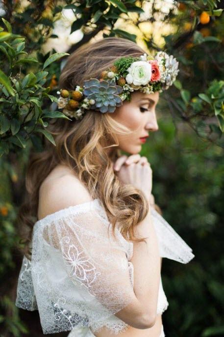 Свадебные прически с венками из цветов