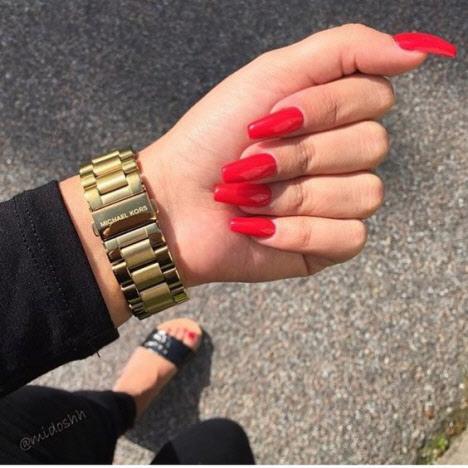 Красный маникюр на длинные ногти