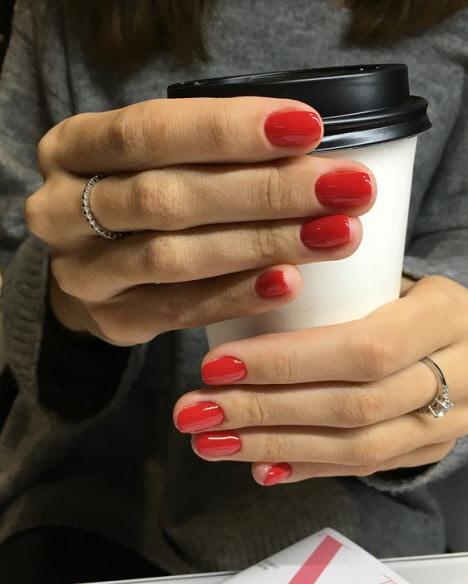 Красный маникюр на коротких ногтях: модные идеи 2019