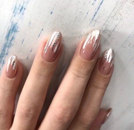 Зимний маникюр на миндалевидные ногти