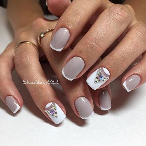 Зимний маникюр на короткие ногти