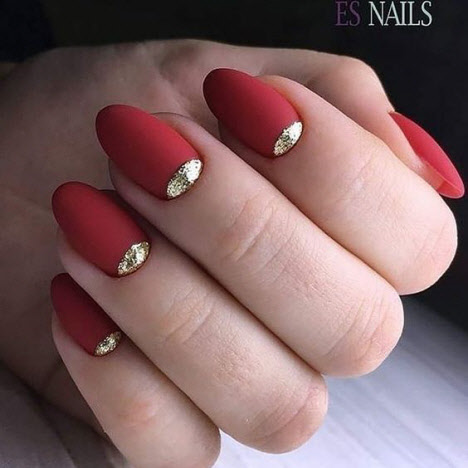 Красный маникюр с золотом