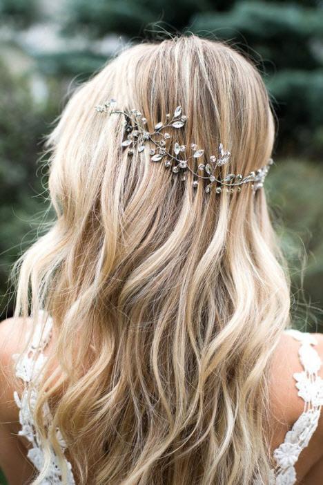Свадебная прическа на распущенные волосы