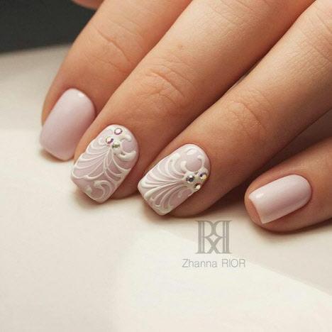 Свадебный дизайн ногтей со стразами