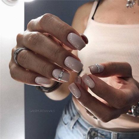 Фото новинки маникюра на короткие ногти 2019-2020