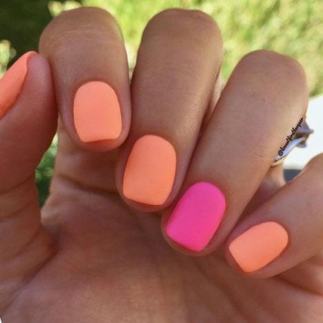 Яркий сочный маникюр на короткие ногти