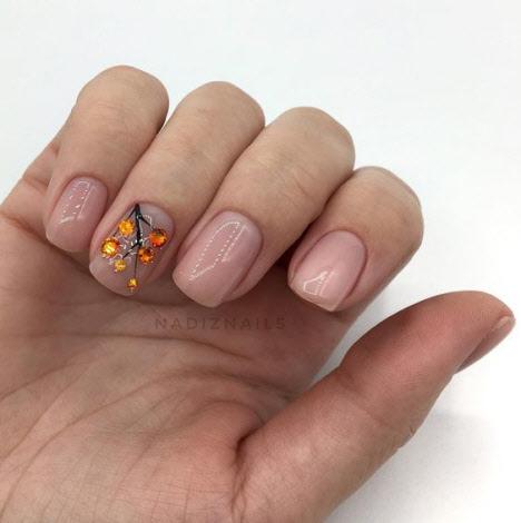 Нежный маникюр на короткие ногти 2019-2020