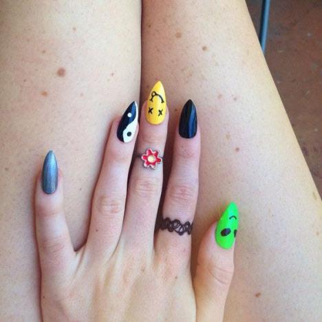 Необычные рисунки в маникюре на длинные ногти