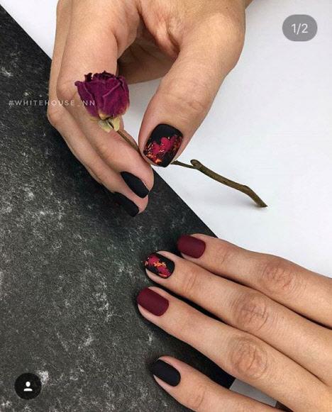 Маникюр бордовый с черным