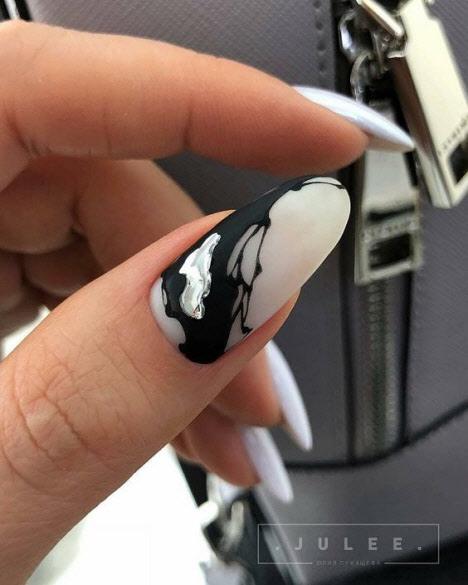 Маникюр в технике жидкий метал с матовым покрытием
