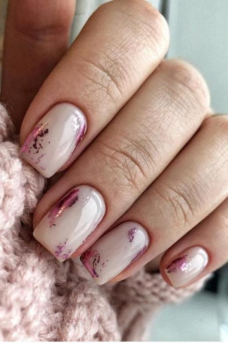 Тренды зимнего дизайна маникюра на короткие ногти 2019-2020