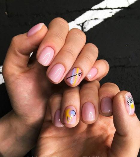 Фото новинки маникюра на очень короткие ногти 2020