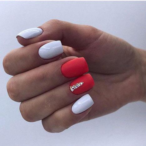 20 фото новинок маникюра с блестками на короткие ногти