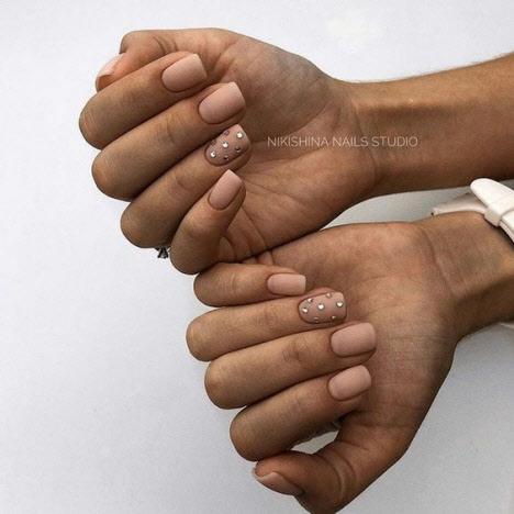 Нежный маникюр на квадратную форму ногтей: модные идеи 2020