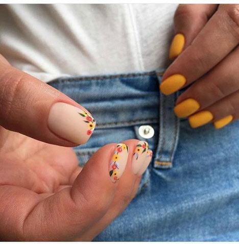 Маникюр с цветами: модные фото новинки