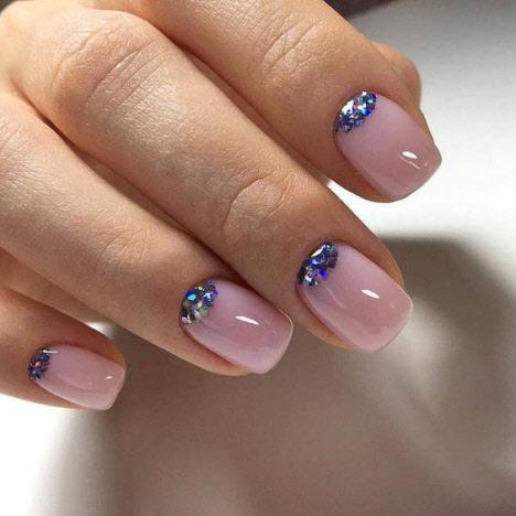 Маникюр с камнями на короткие ногти: фото новинки 2020