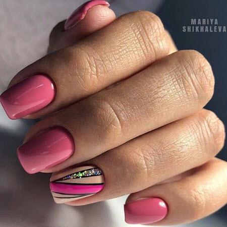Фото розового маникюра на короткие ногти 2020-2021