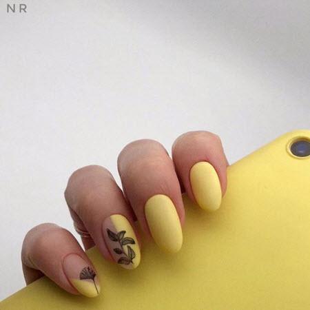 Нежный желтый маникюр
