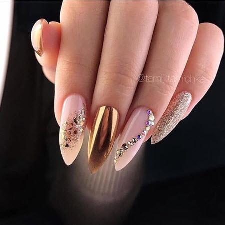 Новогодний маникюр 2021: более 100 свежих фото новинок красивого и модного дизайна ногтей
