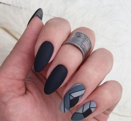 Серый маникюр с линиями и полосками