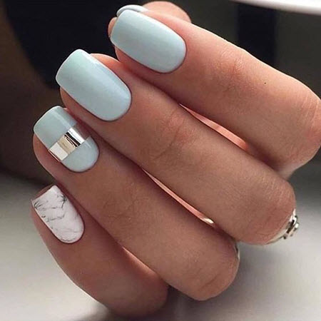 Фото голубого маникюра на короткие ногти