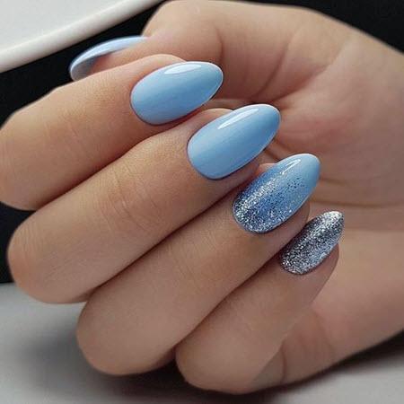 Фото голубого маникюра на длинные миндалевидные ногти