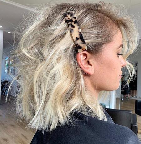 Укладка коротких волос в школу с помощью аксессуаров
