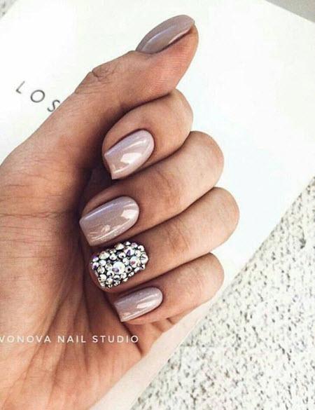 Красивый маникюр 2021 с блестками на короткие и длинные ногти