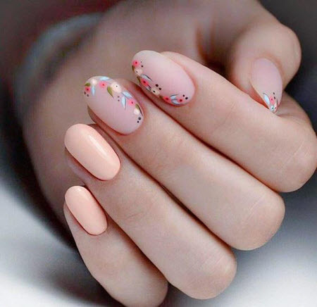 Дизайн ногтей с мелкими цветками