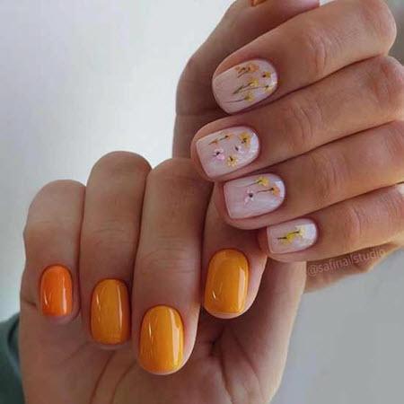 Разный маникюр на каждой руке с дизайном цветов