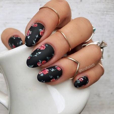 Модный дизайн ногтей с розами