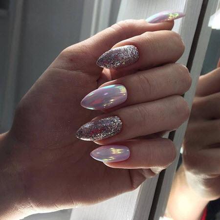 Маникюр с блестками на овальные ногти