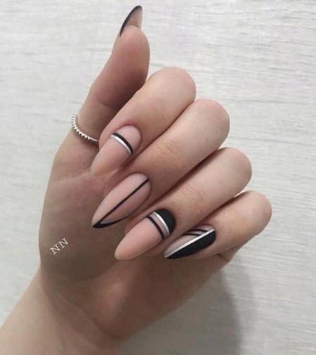 Дизайн ногтей с полосками и линиями