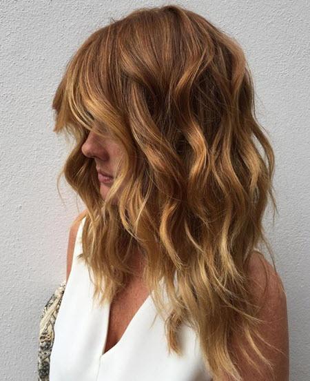 Стрижка с челкой на средние волосы