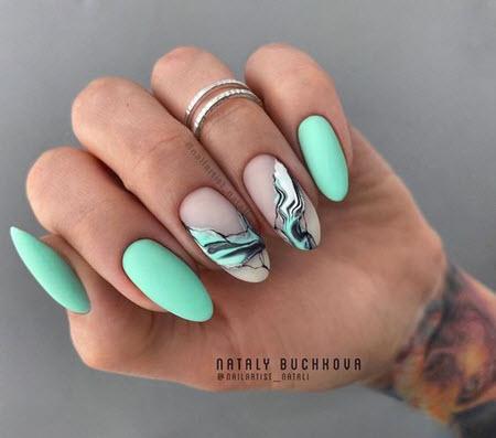 Акварельные капли на ногтях