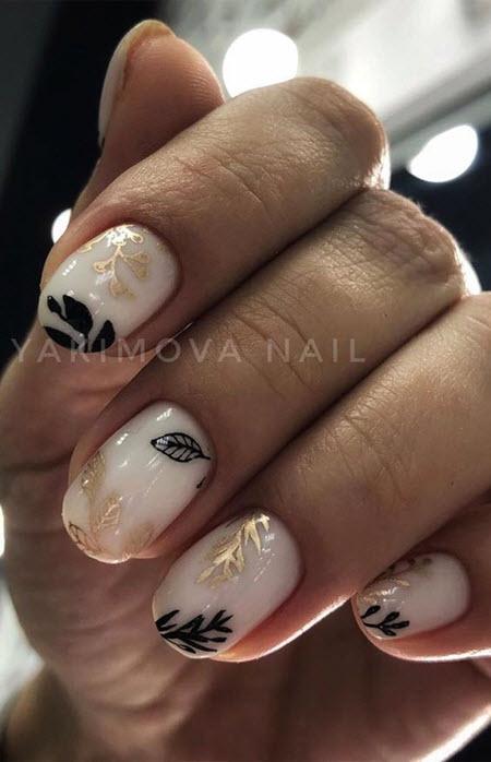 Фото дизайна ногтей с золотом на короткие ногти