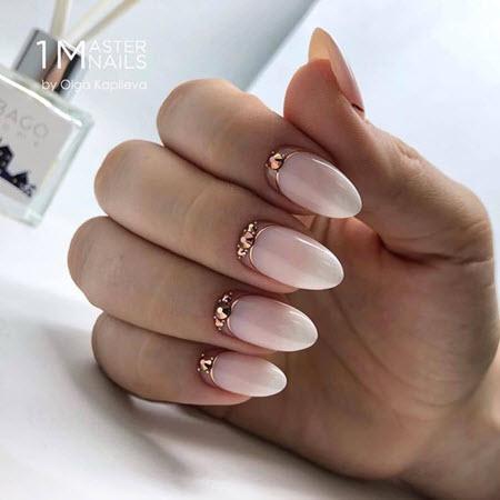 Фото дизайна ногтей с золотом на длинные ногти