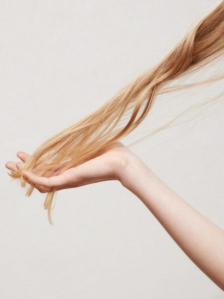 Как увлажнить сухие волосы
