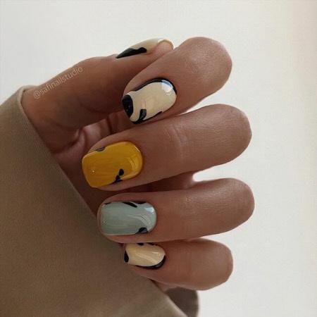 Фото стильного маникюра на короткие ногти