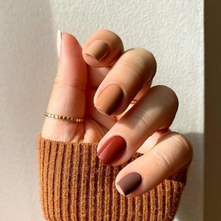 Фото разноцветного маникюра на короткие ногти