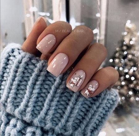 Фото новинки красивого маникюра на короткие ногти