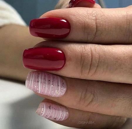Бордовый дизайн ногтей с розовым