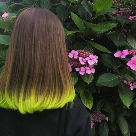 Актуальные яркие оттенки волос