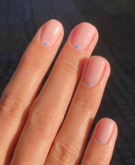 Стильный дизайн ногтей минимализм