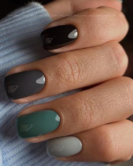Разноцветный градиент на короткие ногти