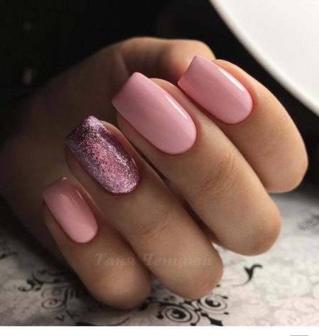 Нежно-розовый цвет маникюра